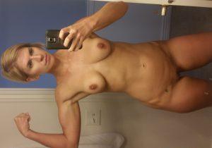 ehefrau nackt selfie muskeln muskuloes sportlich