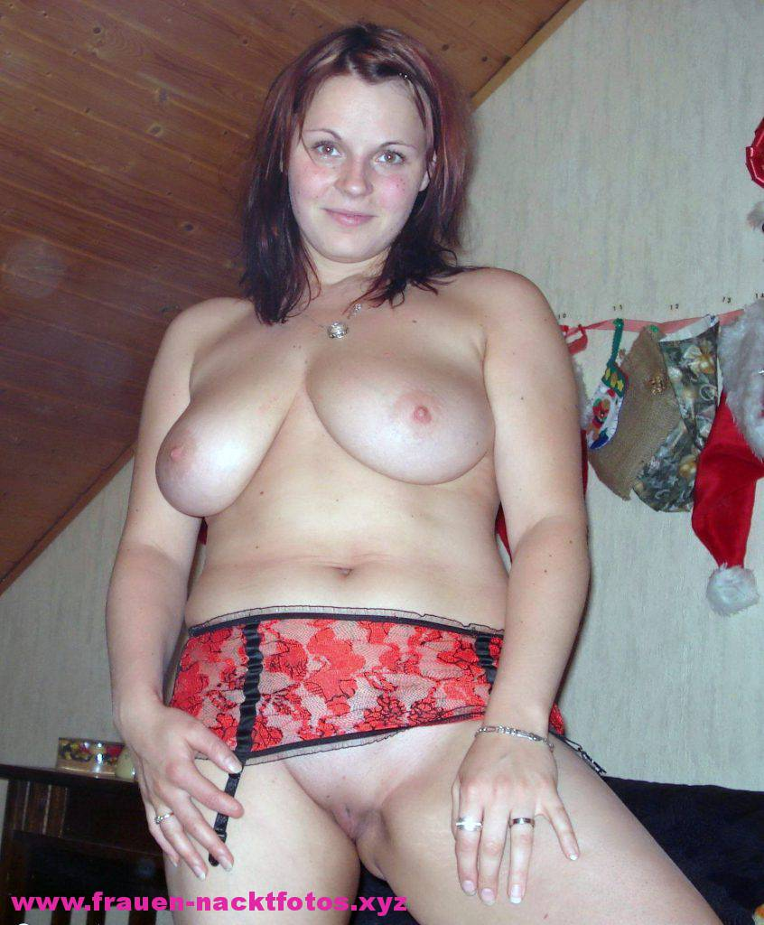 Mädchen spielt mit dildo