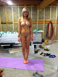privater schnappschuss freundin nackt im werkkeller