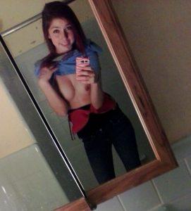 spiegel teen sexy selfie