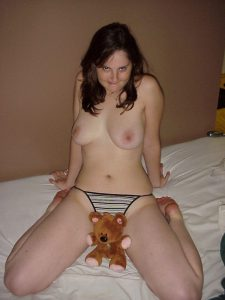 teddy baer nacktfoto schuechterne frau