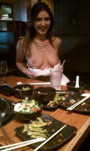 titten in einem restaurant oeffentlich zeigen voyeur amateur