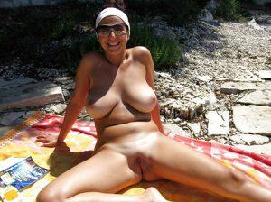 fkk strand beine breit amateur schlampe mit sonnenbrille