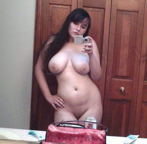 mollige frau nackt selfie