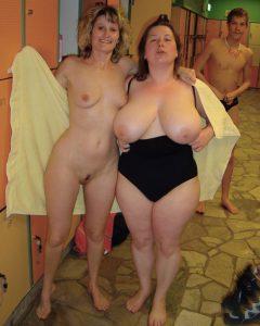 reife frauen nacktfotos zeigefreudig im schwimmbad