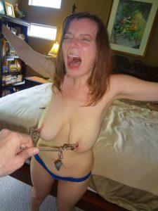 amateur sklavin titten mit klemmen und kette bondage bdsm sadomasi privat 3
