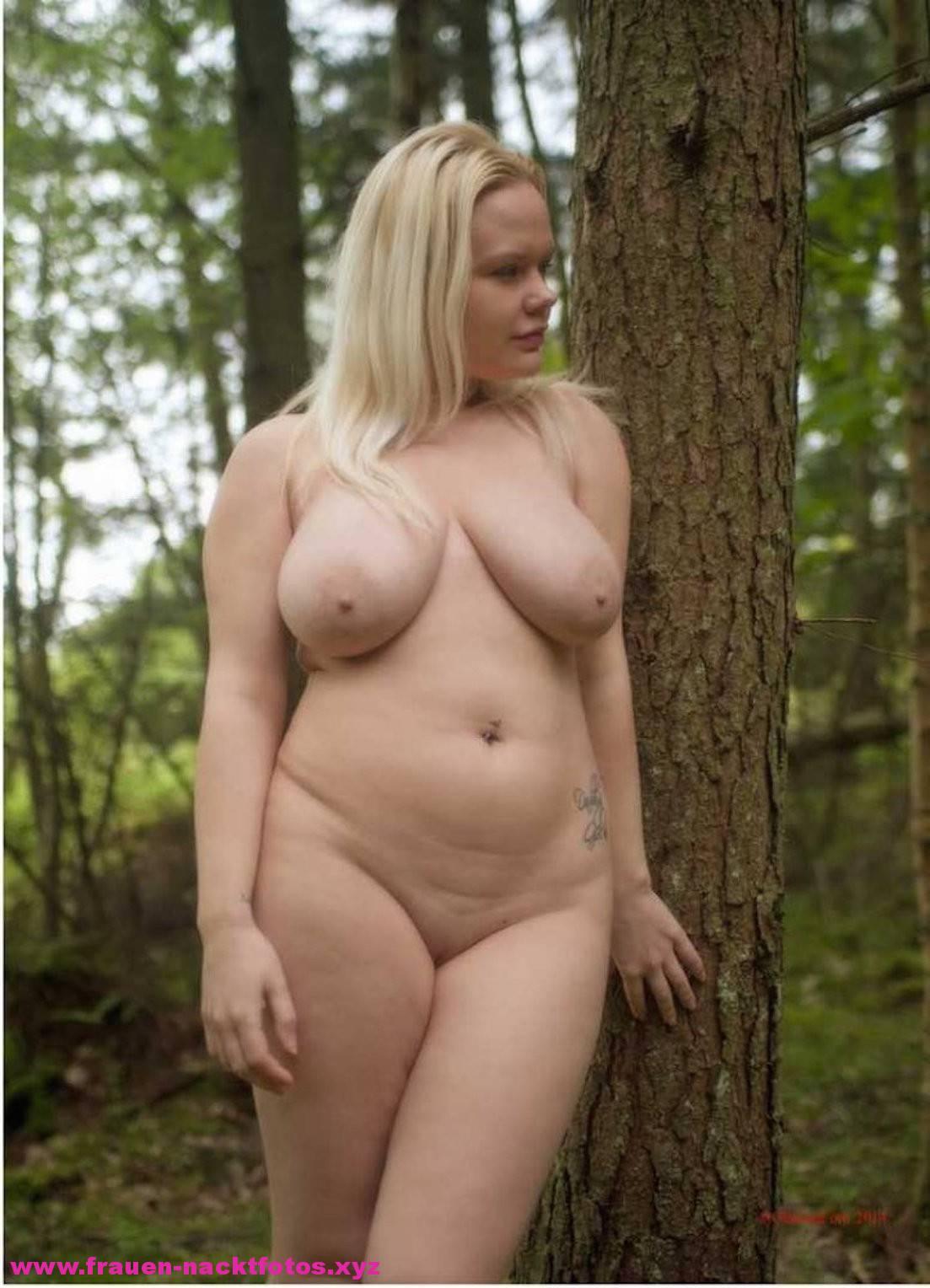 Frauen Nackt Im Wald
