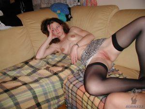 ehefrau-nackt-gelangweilt