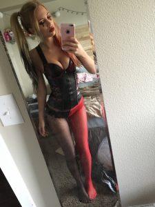 sexy-karneval-luder-nackt-selfie