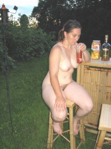 swinger club foto privat frau an der bar nackt